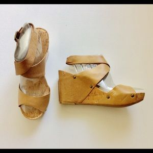 Lucky Brand Morgan Tan Wedge Sandals Size 9.5 M
